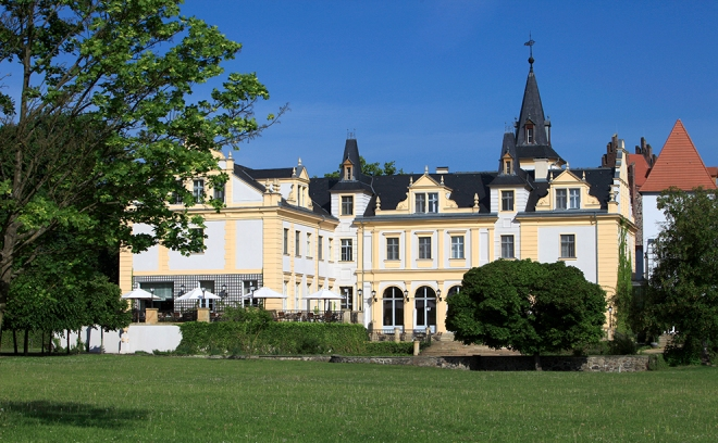 Schloss Liebenberg vom Park_990